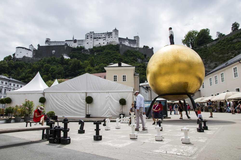 Skulptur Sphaera in Salzburg