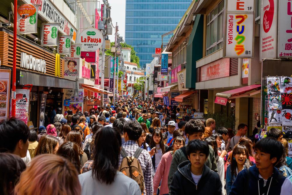 Menschen kaufen in Harajuku ein