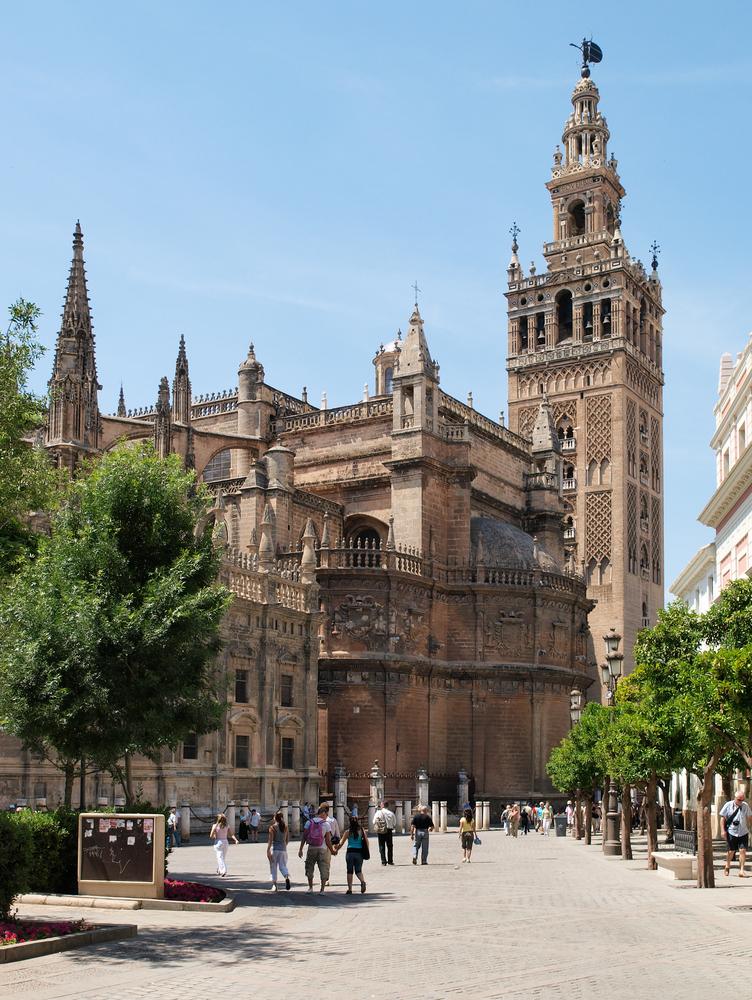 Kathedrale von Sevilla mit ihrem berühmten Glockenturm Giralda