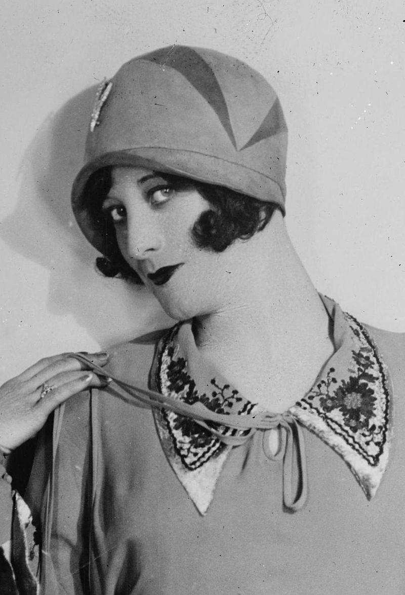 Joan Crawford mit Cloche