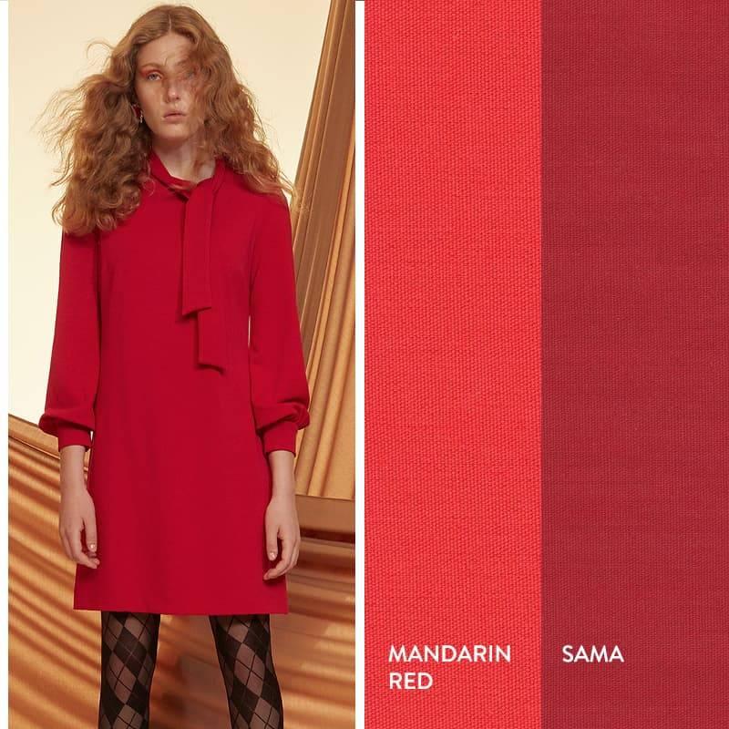Model trägt rotes Schleifenkleid