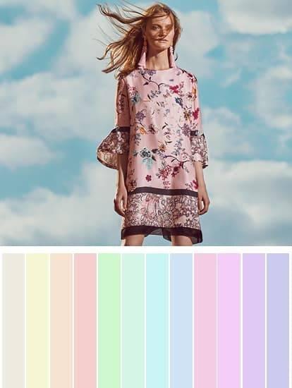 Farbpalette in zarten Pastelltönen mit Model in Seidenkleid mit Blumenprint
