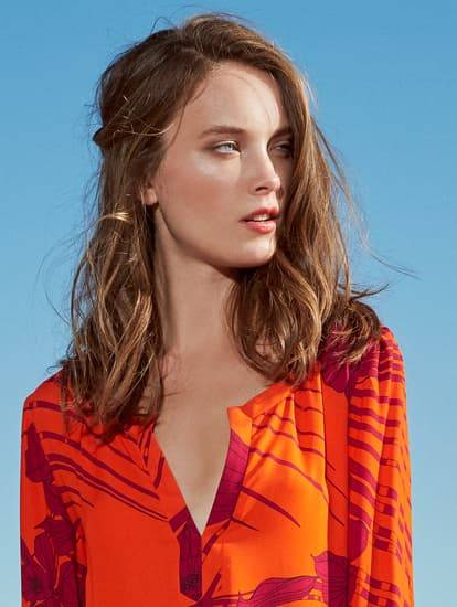 Model Orange-Rot-Lila V-Ausschnitt-Kleid