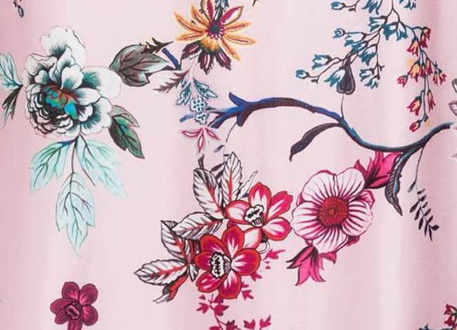Seidenstoff mit asiatischem Blumenprint