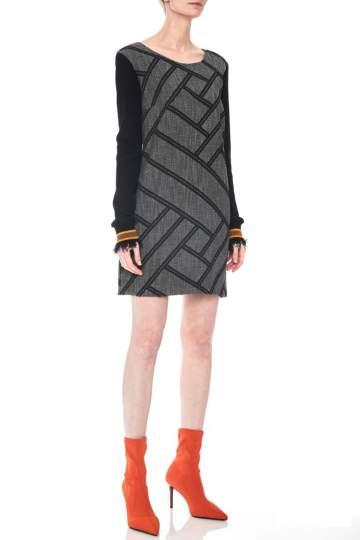 Vorderansicht von Ana Alcazar LIMITED Mixed Kleid Osykis  angezogen an Model
