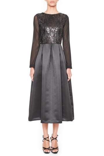 Vorderansicht von Ana Alcazar Black Label Abendkleid Juvenys  angezogen an Model