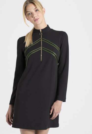 Vorderansicht von Ana Alcazar Sportliches Kleid Palila  angezogen an Model