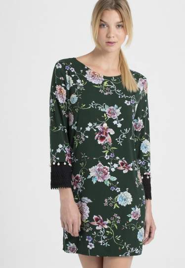 Vorderansicht von Ana Alcazar Asia Kleid Polxyse  angezogen an Model