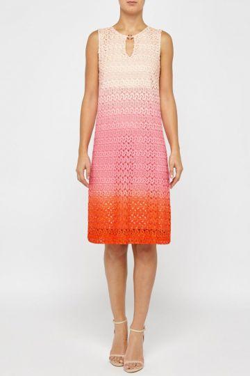 Vorderansicht von Ana Alcazar A-Linien Kleid Pink Fanny  angezogen an Model