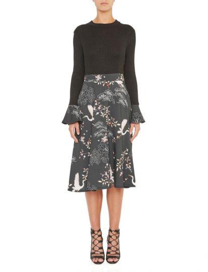 Vorderansicht von Ana Alcazar Empire Kleid Kimella  angezogen an Model