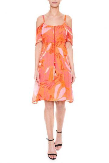 Vorderansicht von Ana Alcazar Schulterfreies Kleid Giola  angezogen an Model