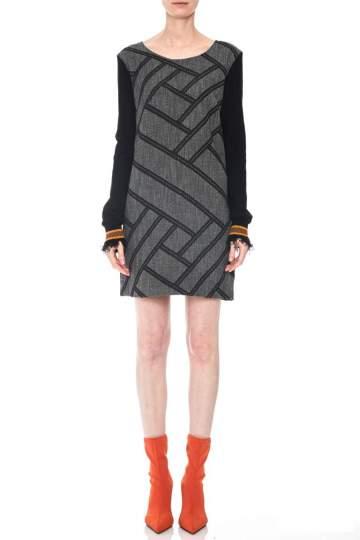 Rückansicht von Ana Alcazar LIMITED Mixed Kleid Osykis  angezogen an Model
