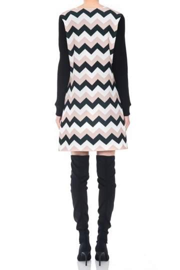 Rückansicht von Ana Alcazar LIMITED A-Linien-Kleid Pashya Black  angezogen an Model
