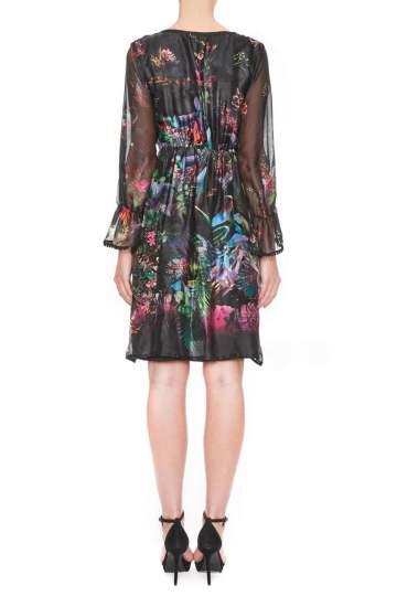 Rückansicht von Ana Alcazar Festliches Seidenkleid Ginna  angezogen an Model