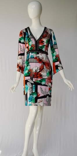 Rückansicht von ana alcazar Tunika Kleid Amerolena  angezogen an Model