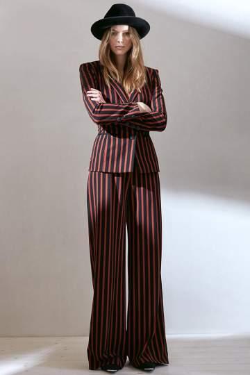 Rückansicht von Ana Alcazar Marlenehose Danea  angezogen an Model