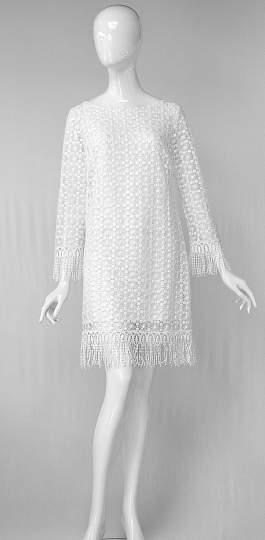 Rückansicht von ana alcazar Spitzen Tunikakleid Aidea  angezogen an Model