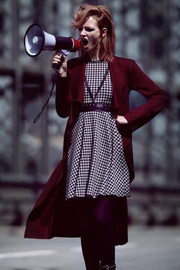 Rückansicht von Ana Alcazar Wickelmantel Deaubery  angezogen an Model