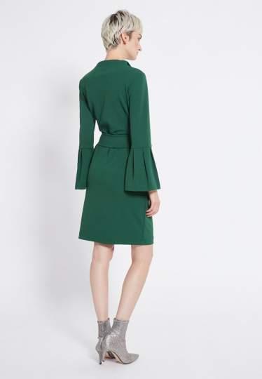 Rückansicht von Ana Alcazar Gürtel Kleid Romys Grün  angezogen an Model