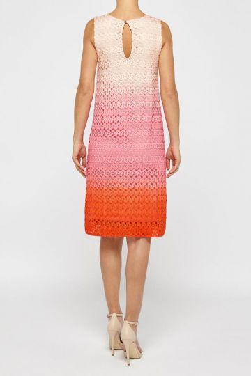 Rückansicht von Ana Alcazar A-Linien Kleid Pink Fanny  angezogen an Model