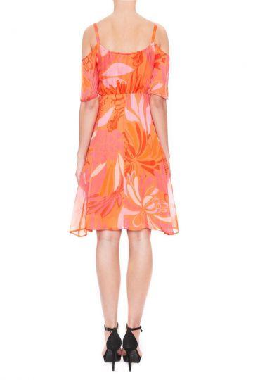 Rückansicht von Ana Alcazar Schulterfreies Kleid Giola  angezogen an Model