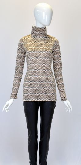 Rückansicht von Ana Alcazar Rollkragen Pullover Dejanis  angezogen an Model
