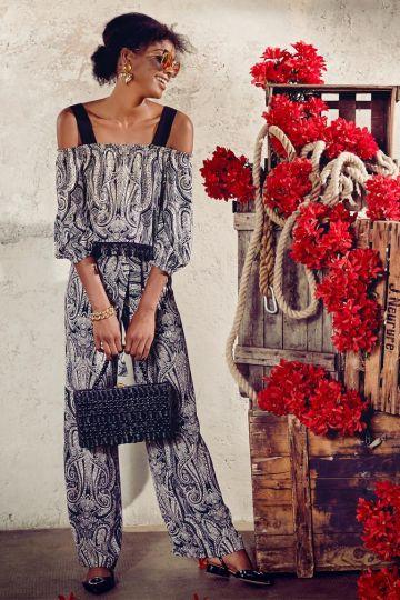 Rückansicht von Ana Alcazar Weite Hose Fidoas  angezogen an Model