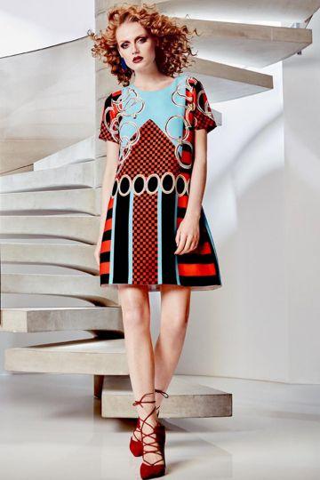 Rückansicht von ana alcazar T-Shirt Kleid Alizesy  angezogen an Model