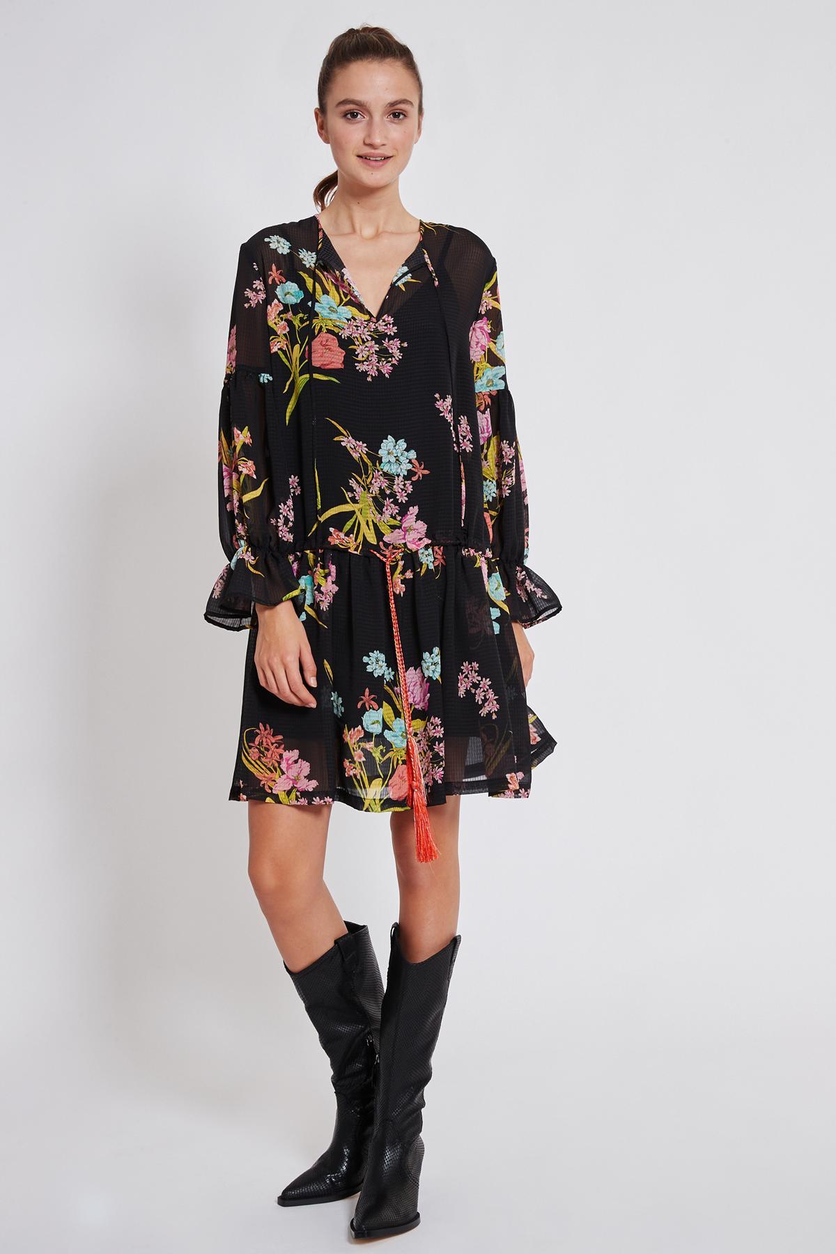 Rückansicht von Ana Alcazar Romantik Kleid Tamyde