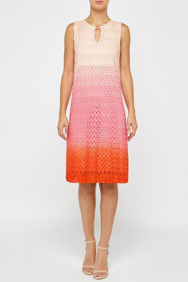 5076879dd168 Vorderansicht von Ana Alcazar A-Linien Kleid Pink Fanny angezogen an Model