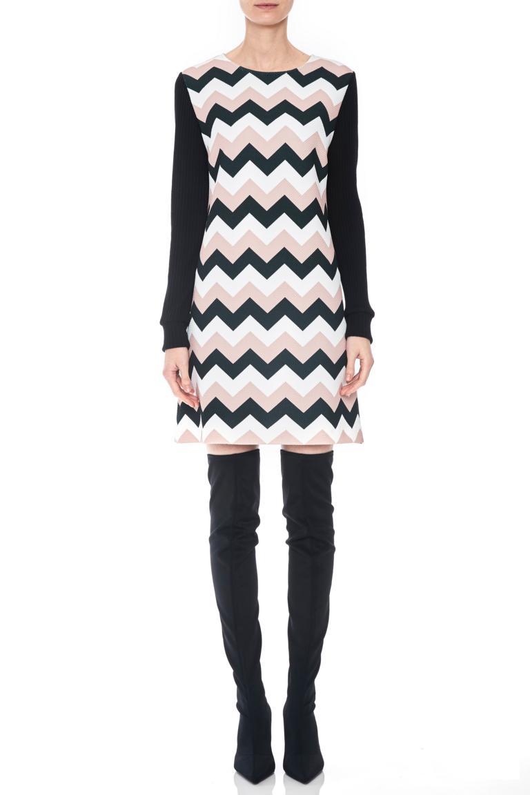 Vorderansicht von Ana Alcazar LIMITED A-Linien-Kleid Pashya Black  angezogen an Model