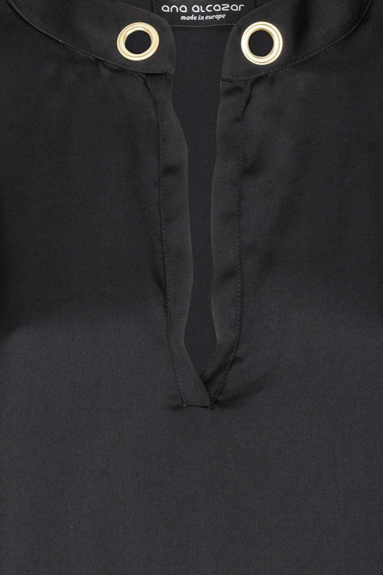 Vorderansicht von Ana Alcazar Satin Bluse Black Florinsy  angezogen an Model