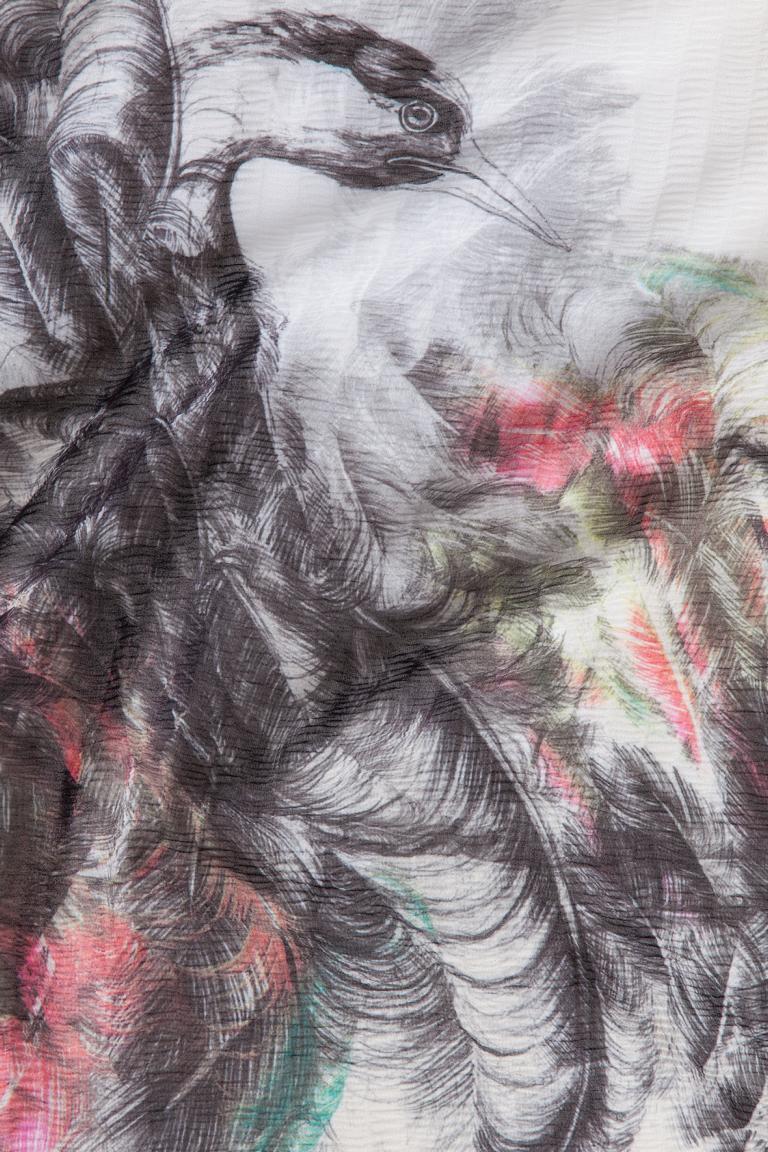 Vorderansicht von ana alcazar Großes Tuch Yonea  angezogen an Model
