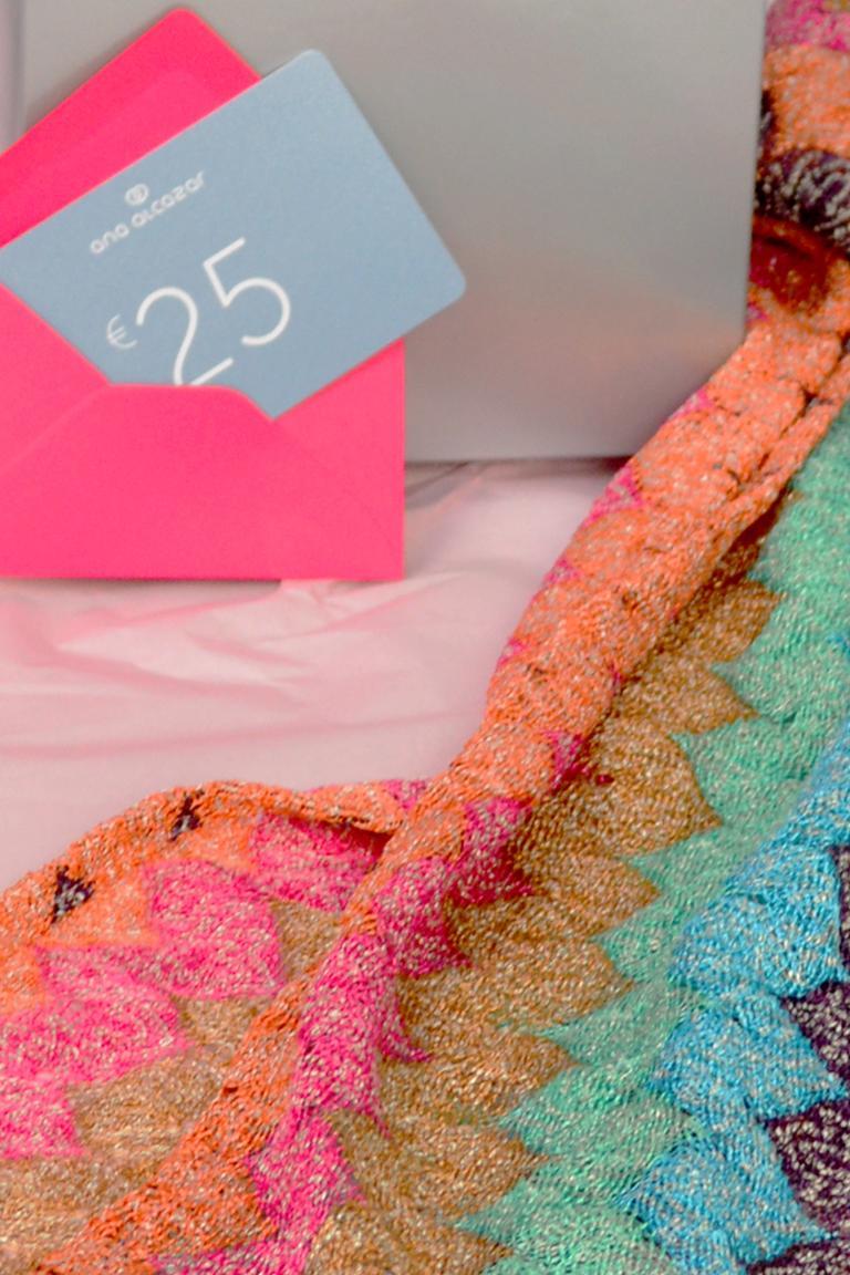 Front of ana alcazar Gift Set Newyo  worn by model