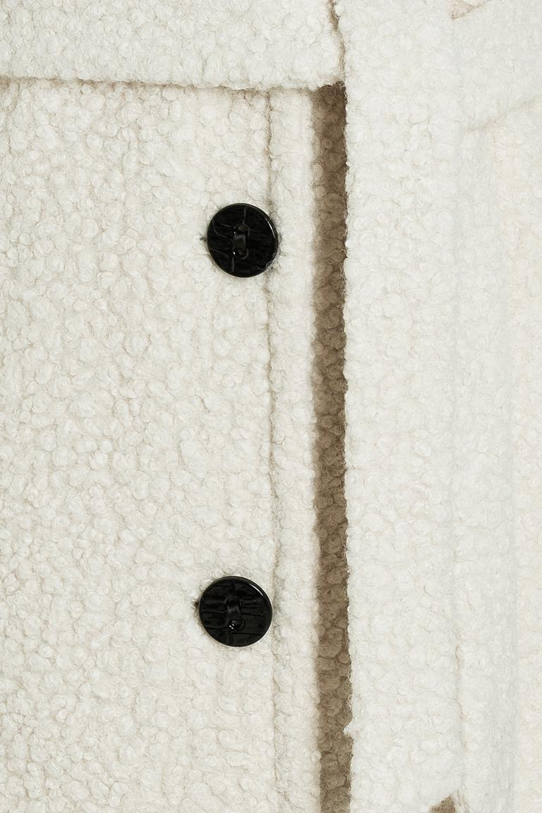 Vorderansicht von Ana Alcazar Langer Mantel Oneya Weiß  angezogen an Model