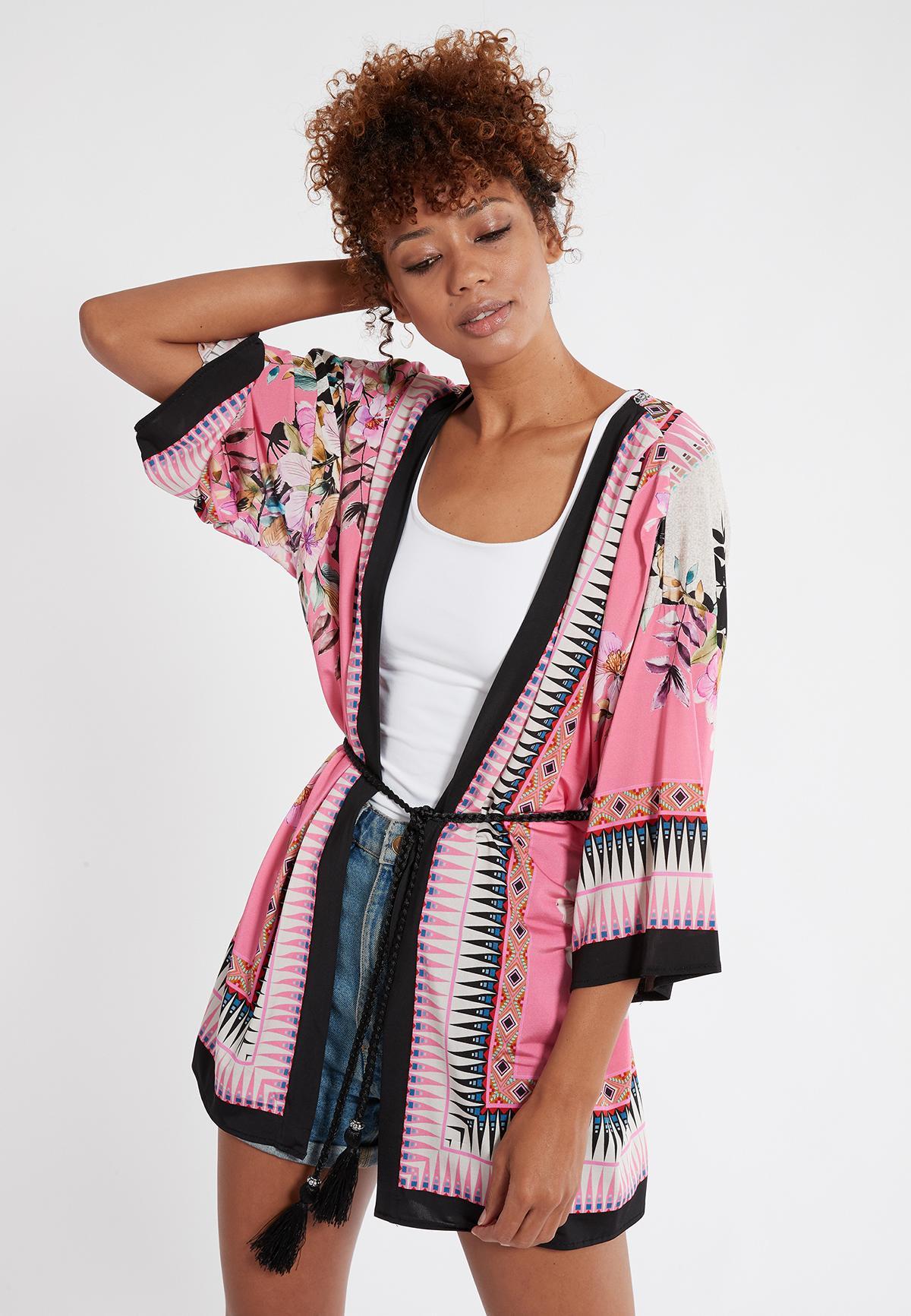 Vorderansicht von Ana Alcazar Kimono Shena 38 angezogen an Model