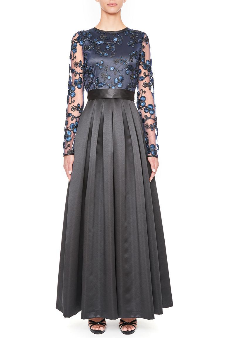 Vorderansicht von Ana Alcazar Black Label Luxus Abendkleid Juvendira  angezogen an Model