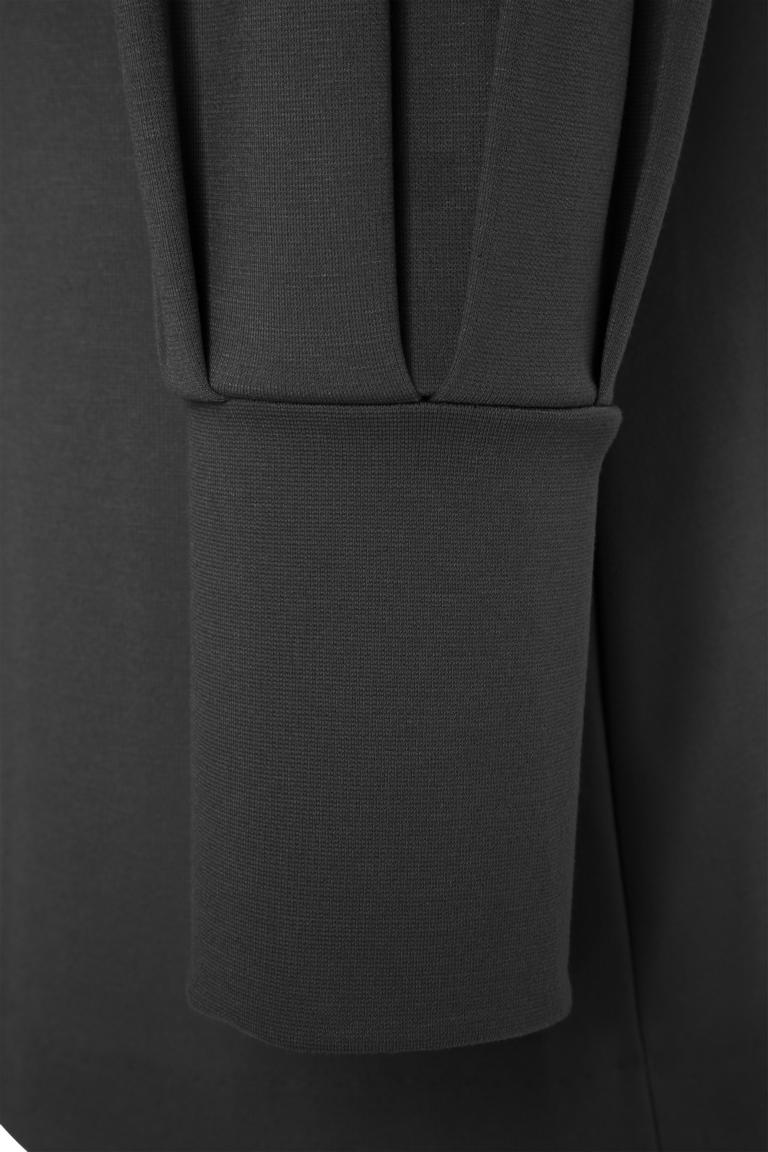 Vorderansicht von Ana Alcazar Ärmel Kleid Olisuda Schwarz  angezogen an Model