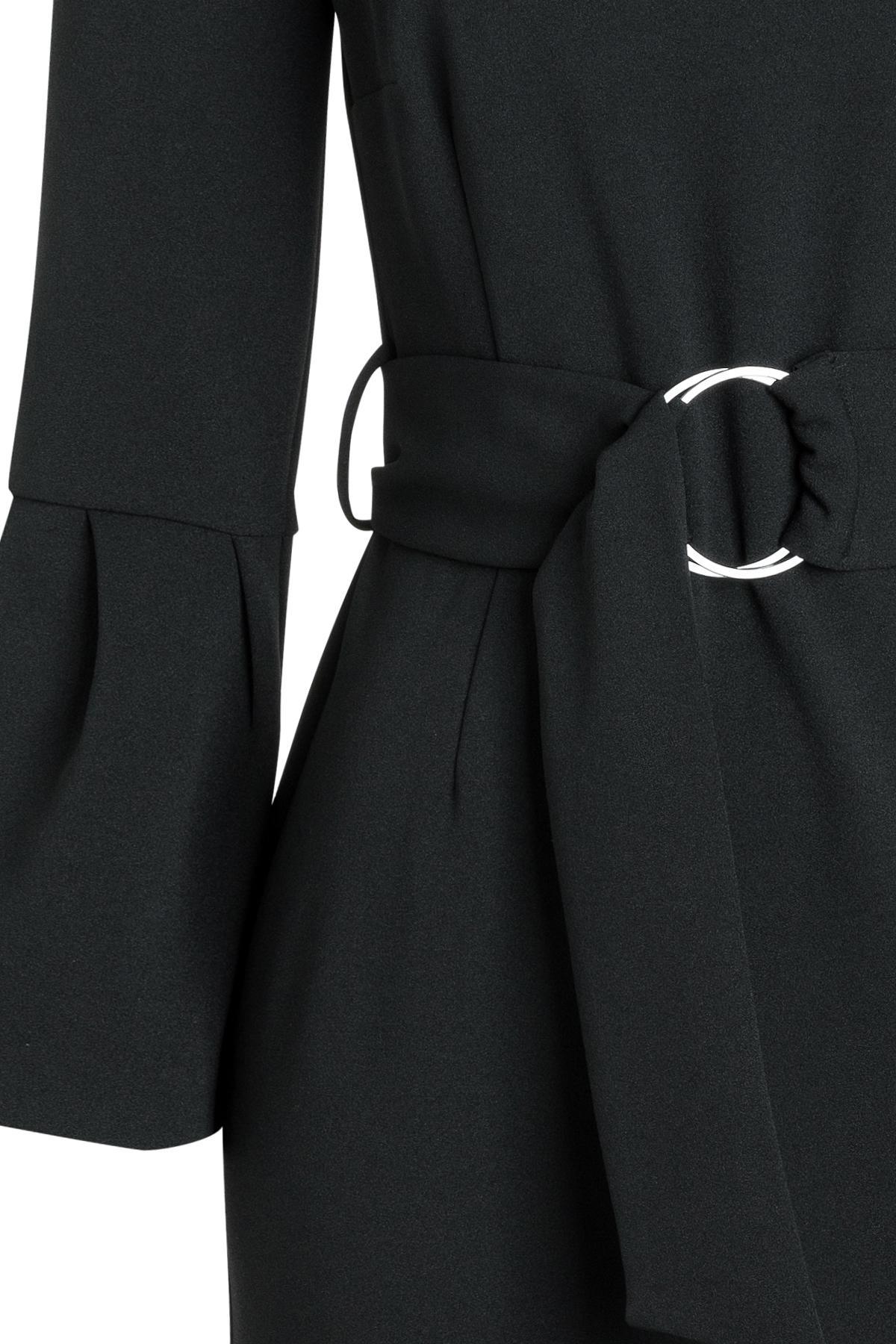 Vorderansicht von Ana Alcazar Gürtel Kleid Romys Schwarz  angezogen an Model