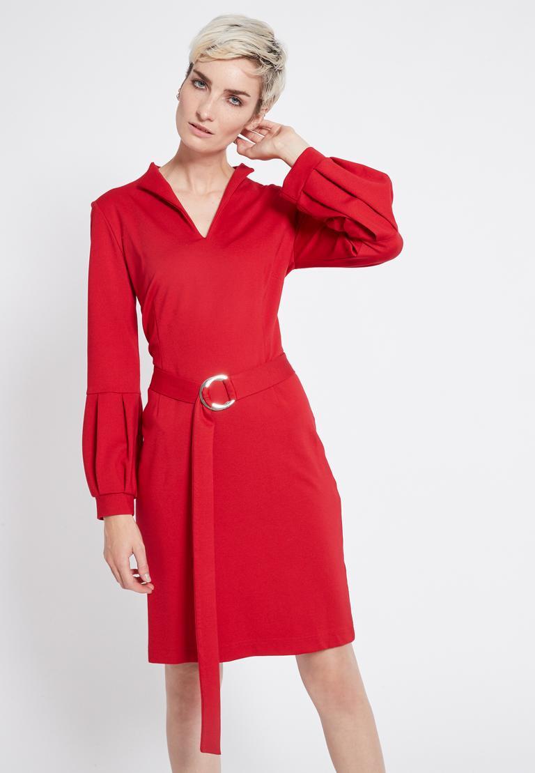 Vorderansicht von Ana Alcazar Gürtel Kleid Resyly Rot  angezogen an Model