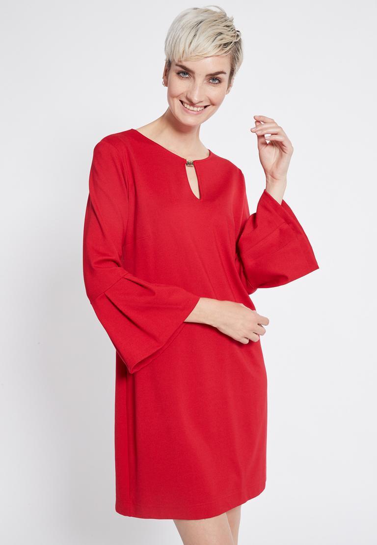 Vorderansicht von Ana Alcazar Volantärmel Kleid Rasyea Rot  angezogen an Model