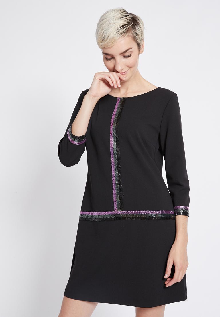 Vorderansicht von Ana Alcazar Pailletten Kleid Riva  angezogen an Model