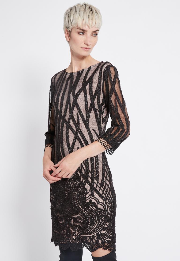 Vorderansicht von Ana Alcazar Spitzen Kleid  Ranjea  angezogen an Model