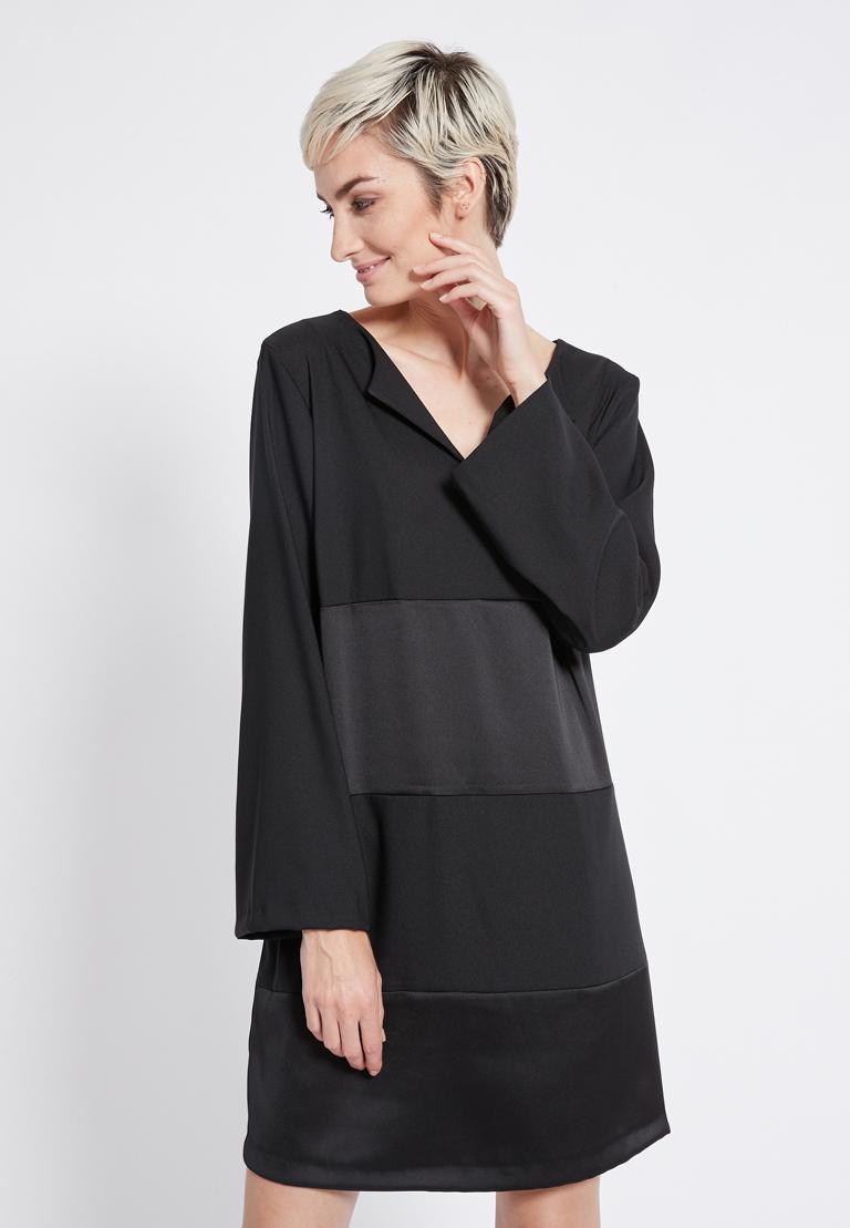 Vorderansicht von Ana Alcazar Tunika Kleid Regine  angezogen an Model