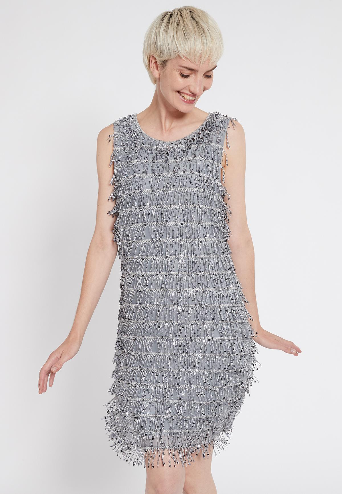 Vorderansicht von Ana Alcazar Charleston Kleid Sacila  angezogen an Model