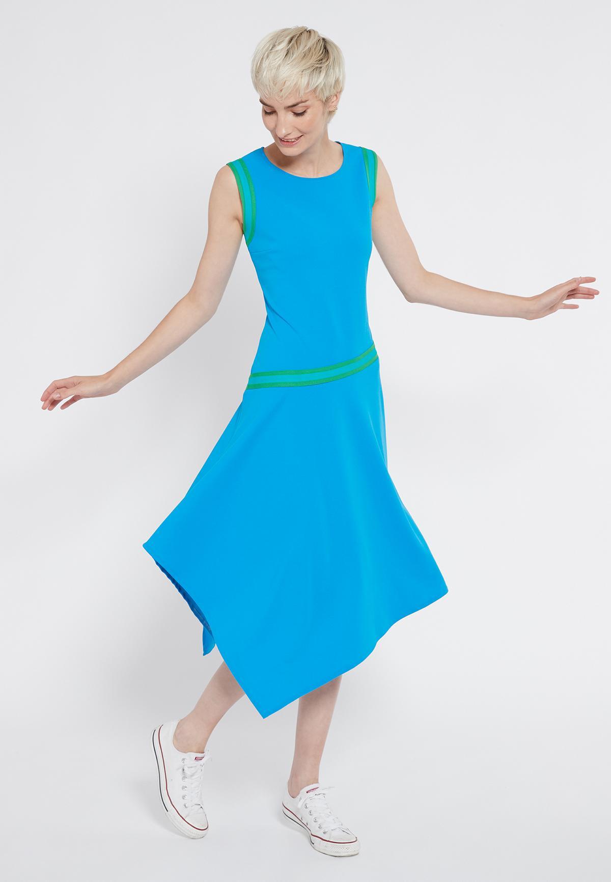 Vorderansicht von Ana Alcazar Midikleid Savna Blau  angezogen an Model