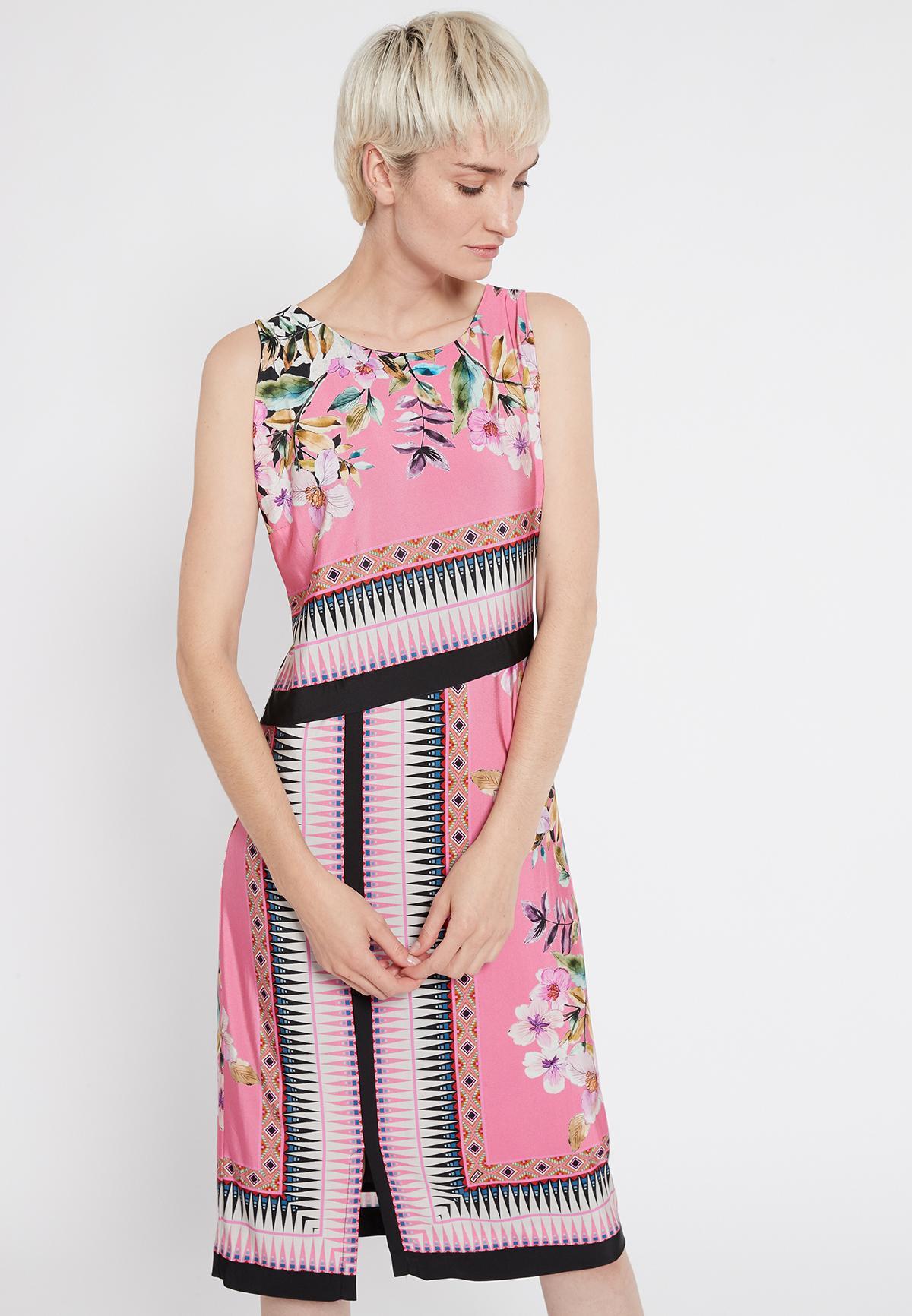 Vorderansicht von Ana Alcazar Schlichtes Kleid Shenty  angezogen an Model