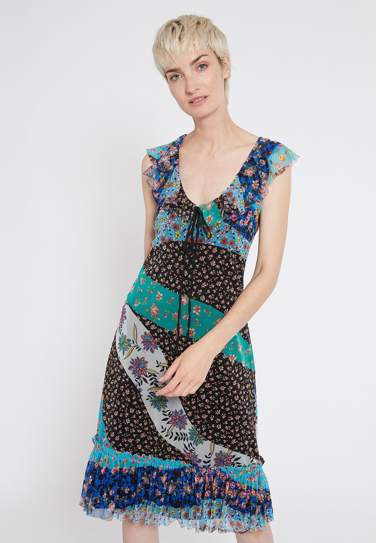 Vorderansicht von Ana Alcazar Romantikkleid Shyrane  angezogen an Model