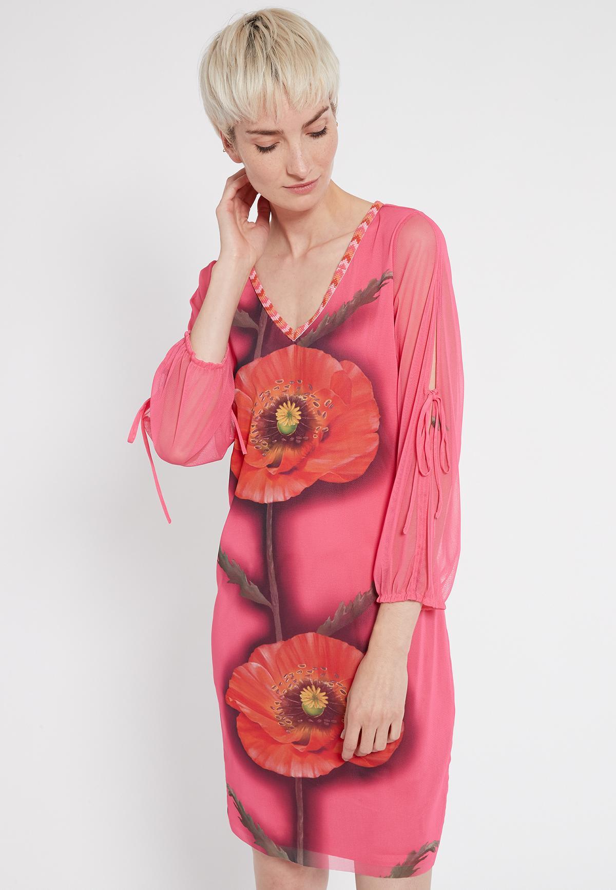 Vorderansicht von Ana Alcazar Deko Kleid Siamote  angezogen an Model