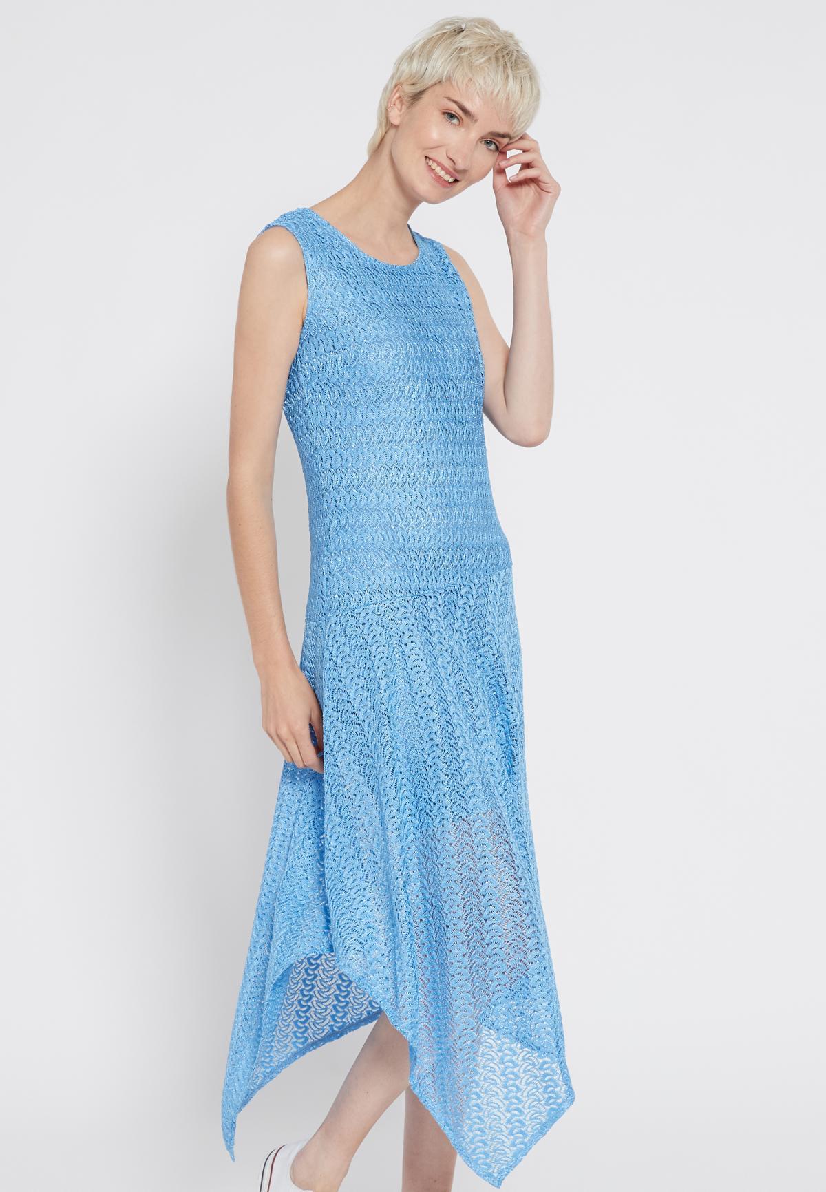 Vorderansicht von Ana Alcazar Midi Kleid Sisnea  angezogen an Model